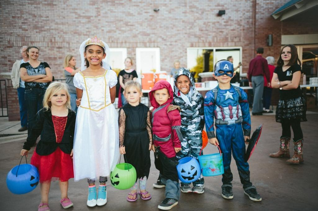 trick or treaters in costume